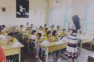 29/6 nhà trường tổ chức cho các cháu lớp lá đi tham quan trường TH&THCS Đinh Núp